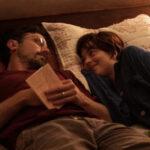 Джейсон Сигел помогает Дакоте Джонсон справиться с болезнью в трейлере драмы «Друзья навсегда»
